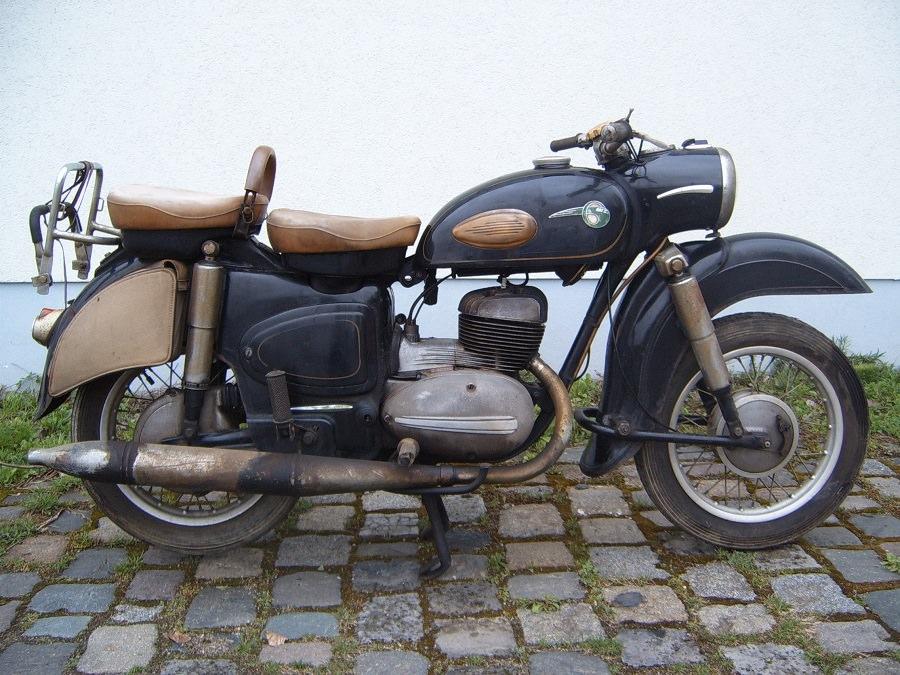 motocicleta mz veche